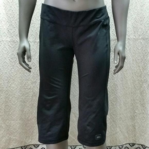 41df8883673f4 REI Pants | Spandex Workout Capri Size Medium | Poshmark